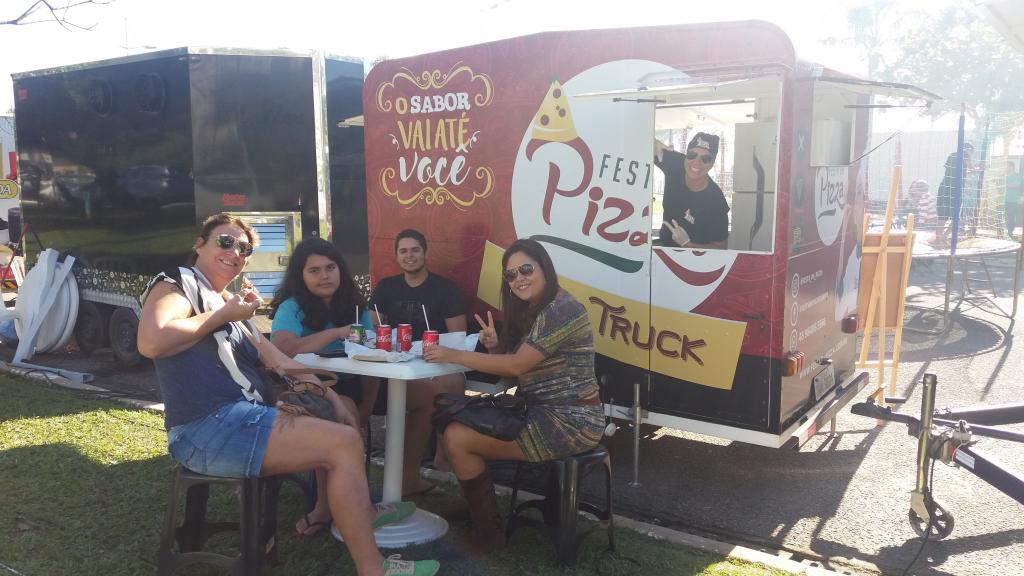 FOOD TRUCK FESTA DA PIZZA NA ESTRADA